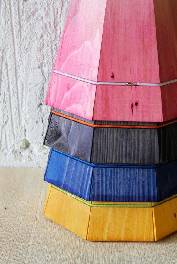 DIY Lampen - Idee aus Paletten-pendelleuchte blau pink schwarz