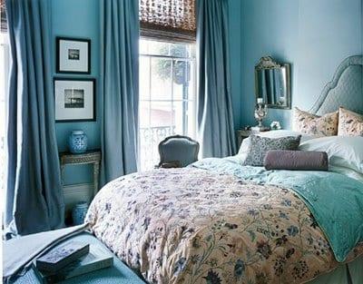 schlafzimmer einrichten mit gardinen blau und Wände blau