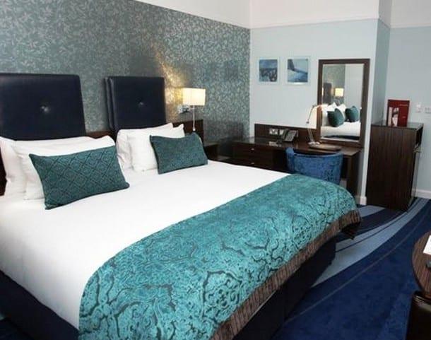 Schlafzimmer Blau - Farbgestaltung zur Erholung und zum Stressabbau - fresHouse