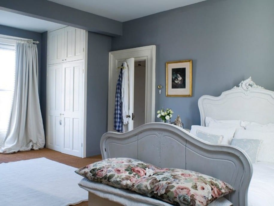 Schlafzimmer grau ein modernes schlafzimmer interior in for Blue bedroom ideas for couples