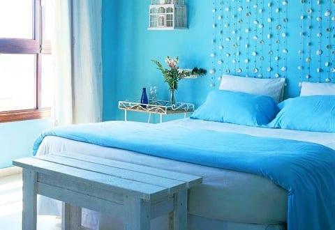 Schlafzimmer blau farbgestaltung zur erholung und zum stressabbau freshouse - Farbgestaltung schlafzimmer dachschrage ...