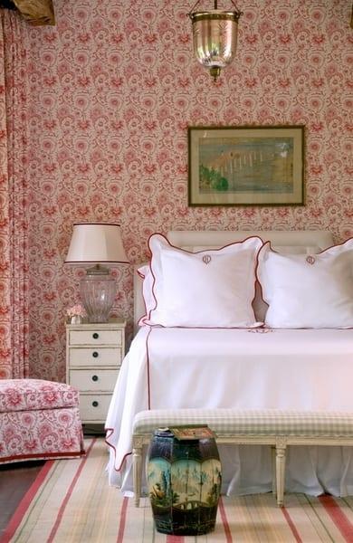 schlafzimmer gestalten in rot und weiß