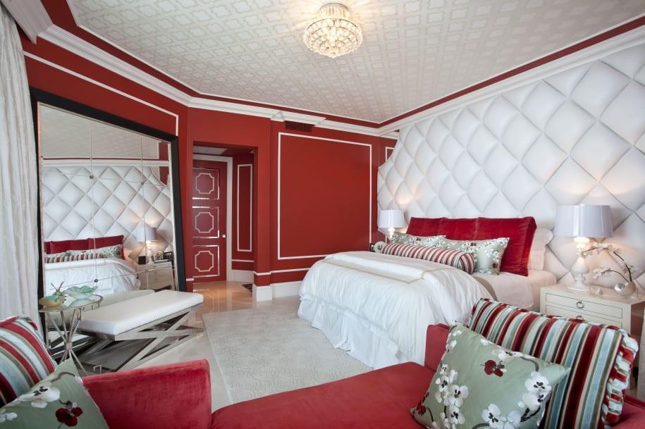 luxus schalfzimmer mit 3D wandtextur in weiß-deckengestaltung