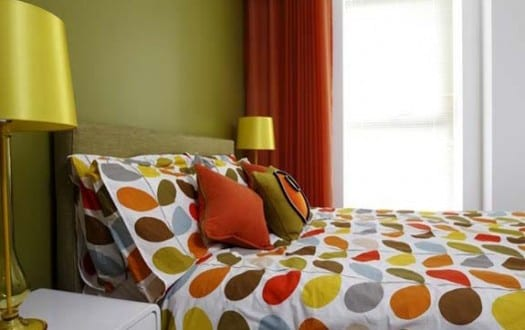 schlafzimmer wandfarbe farbgestaltung schlafzimmer gr n und orange freshouse. Black Bedroom Furniture Sets. Home Design Ideas