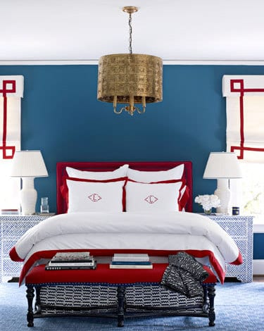 schlafzimmer blau mit rotem bett- bett dekorieren in weiß und rot