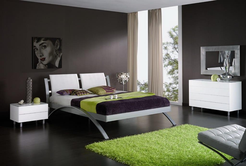 modernes schlafzimmer in schwarz weiß mit teppich grün und grüne bettdecke