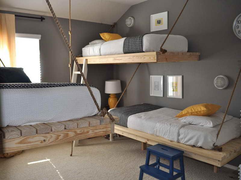schlafzimmer wandfarbe- kinderzimmer einrichten mit ausgehängten Holzbetten