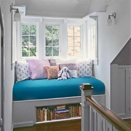 wohnideen flur mit fensterbank sofa in blau