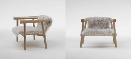 moderne Holzstühle mit Schafspelz