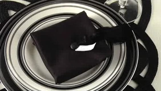 coole tischdeko idee in schwarz