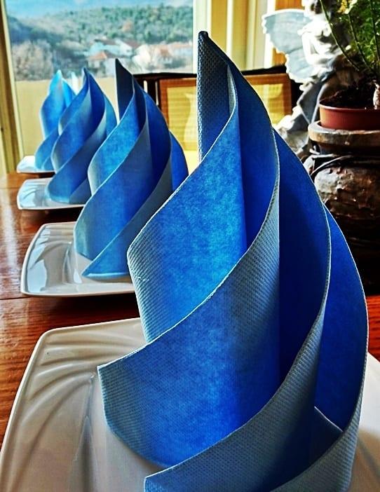 tisch eindecken in blau