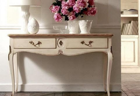 sideboard dekorieren mit blumen freshouse. Black Bedroom Furniture Sets. Home Design Ideas