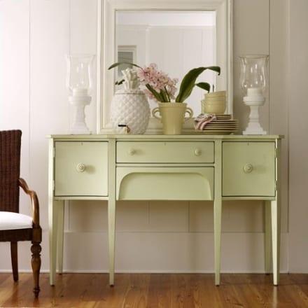 zimmer mit sideboard und spiegel dekorieren