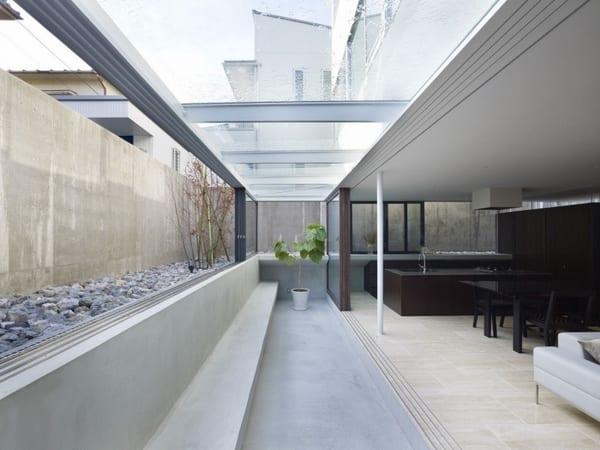 modernes wohnzimmer  mit terrasse und mobiler glasüberdachung