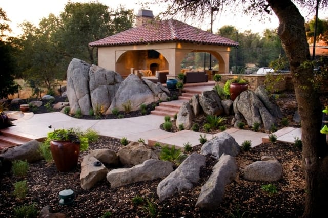 garten ideen für steingarten mit gartengaus