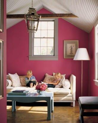 kleines wohnzimmer mit dachschräge weiß- laterne pendelleuchte