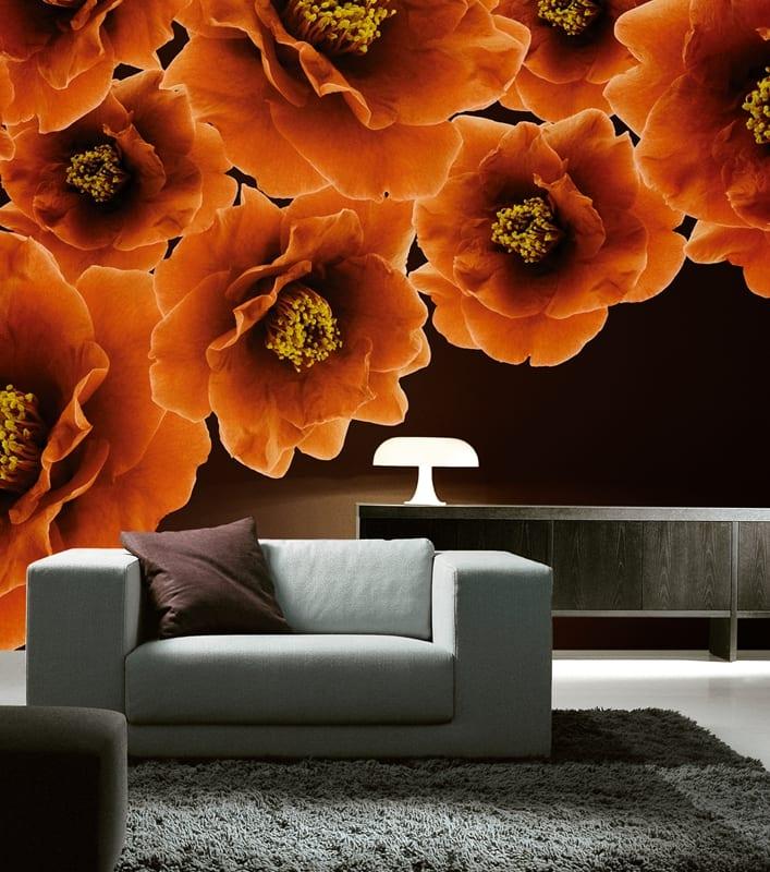 wandfarbe braun- modernes wohnzimmer mit sideboard grau und sessel weiß-