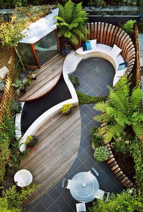 Gartenidee mit Naturstein und Holz