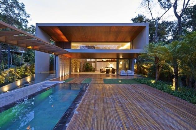 modernes haus mit terrasse und pool