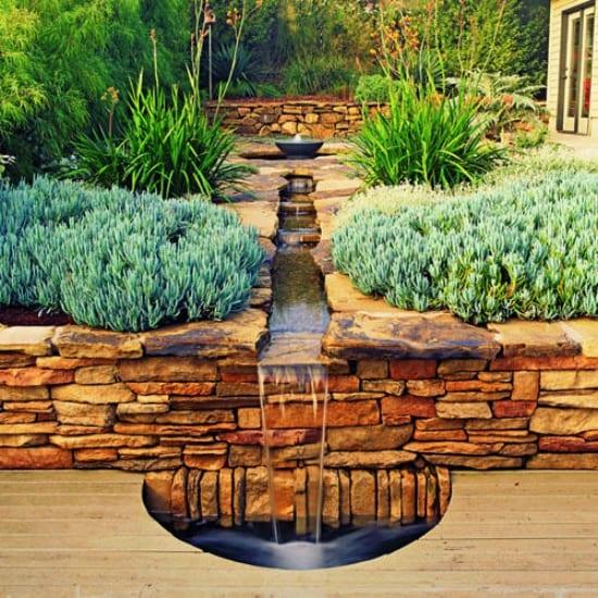 gartengestaltung mit laufendem wasser und naturstein