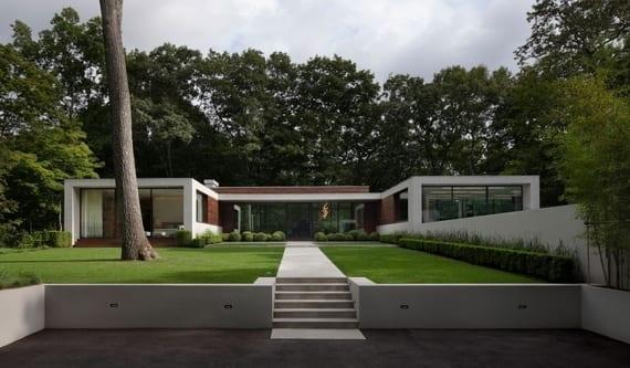 minimalistisches haus mit vorgarten