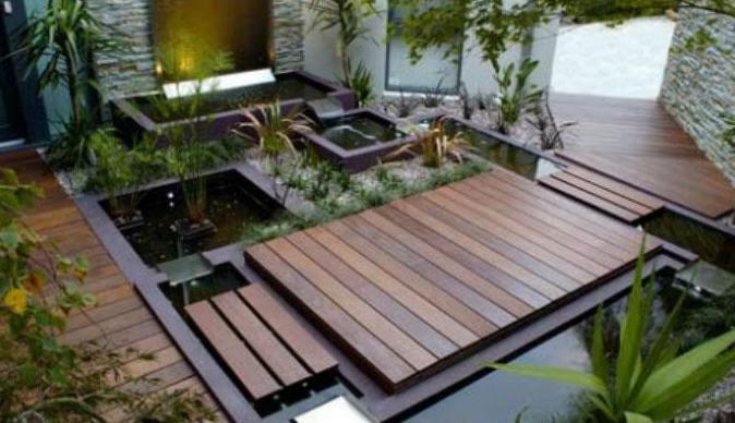 Charmant Kleiner Vorgarten Mit Wasser Und Holzboden. Vorgarten U2013 Steingarten Ideen