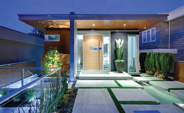 minimalistisches haus mit kleinem Vorgarten- gartenideen mit wasser und natursteinplatten