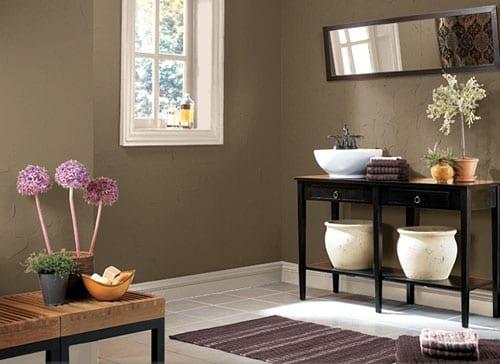 badezimmer vintage möbel schwarz-badezimmer teppich lila