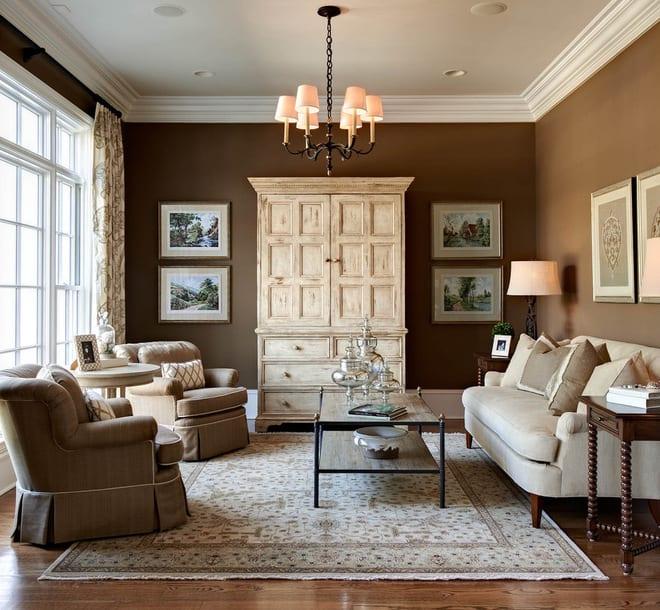 klassische wohnzimmer einrichtung in braun und weiß-
