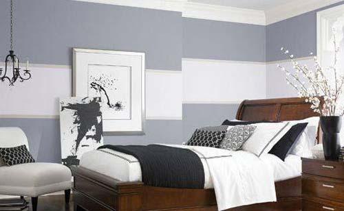 schöne wandfarben - holzbett mit schwarzer bettdecke- wandgestaltung idee