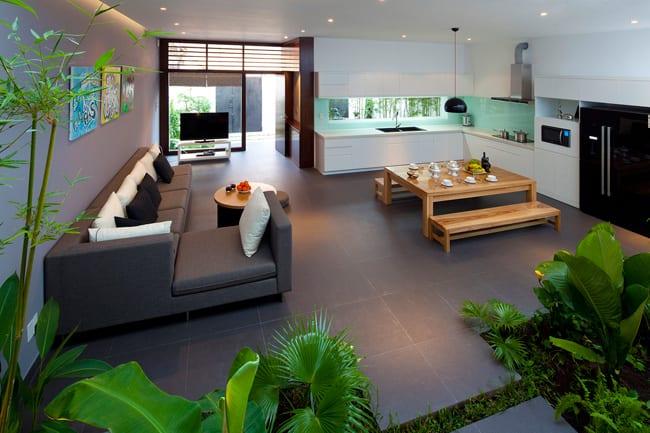 luxus wohnzimmer mit ecksofa grau und grauen bodenfliesen- esstisch holz mit holzbänken-moderne küche weiß