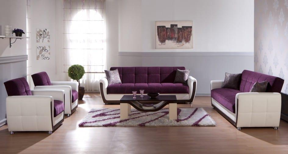 modernes wohnzimmer in weiß mit Ledermöbeln in weiß und lila-teppich weiß und lila