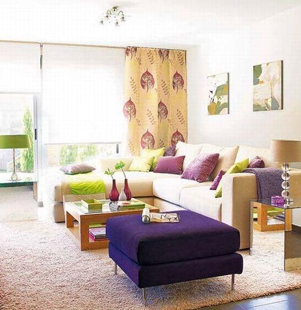 coole bilder für wohnzimmer inspirationen-ecksofa beige und polsterhocker lila