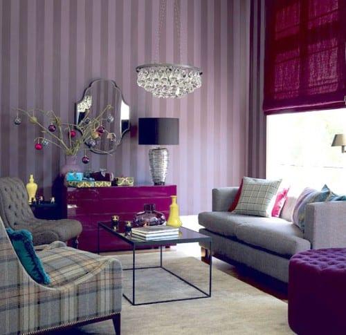 wandtapete mit lila und graue streifen-Fensterrollos violett- graue Möbel-moderne kommode lila