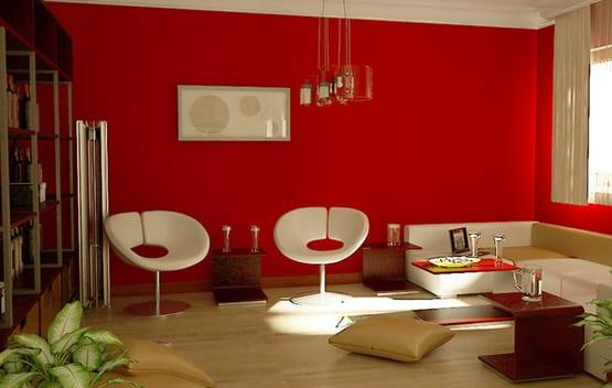 wohnzimmer mit weißen möbeln und roter wand