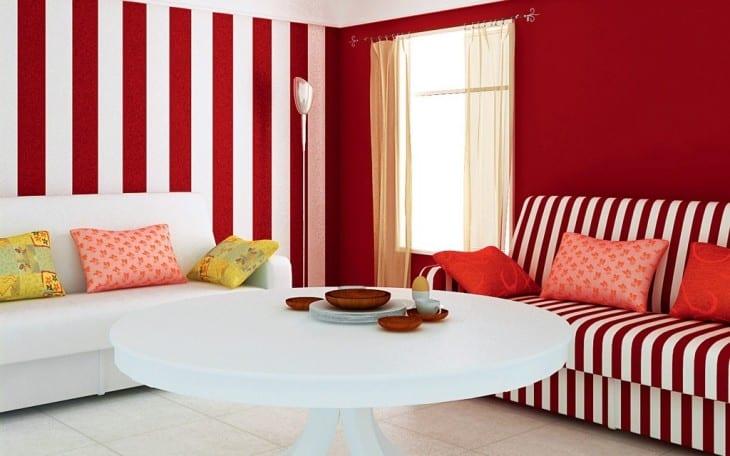 wohnzimmer streichen Ideen- weißer rundtisch-sofa mit streifenmuster in weiß und rot