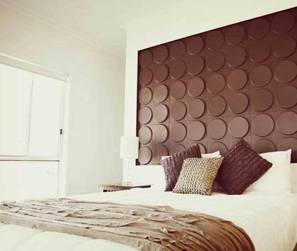 schlafzimmer interior mit wandfarbe braun-schlafzimmer dekorieren mit 3D wandfliesen