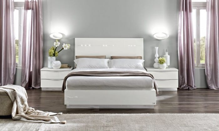 schlafzimmer inspiration mit gardinen lila und desiner möbelstücke weiß