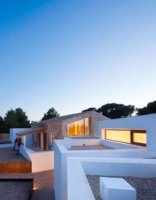 minimalismus trifft die moderne- modernes haus in spanien
