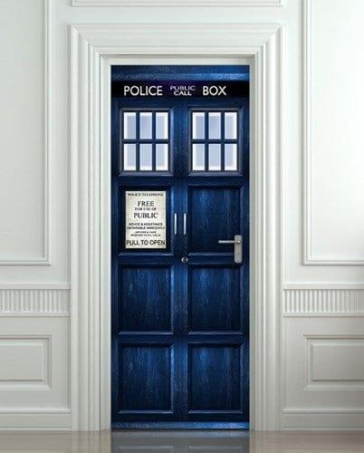 gestaltungsidee für den Eingangstür mit einer blauer Polizeitür