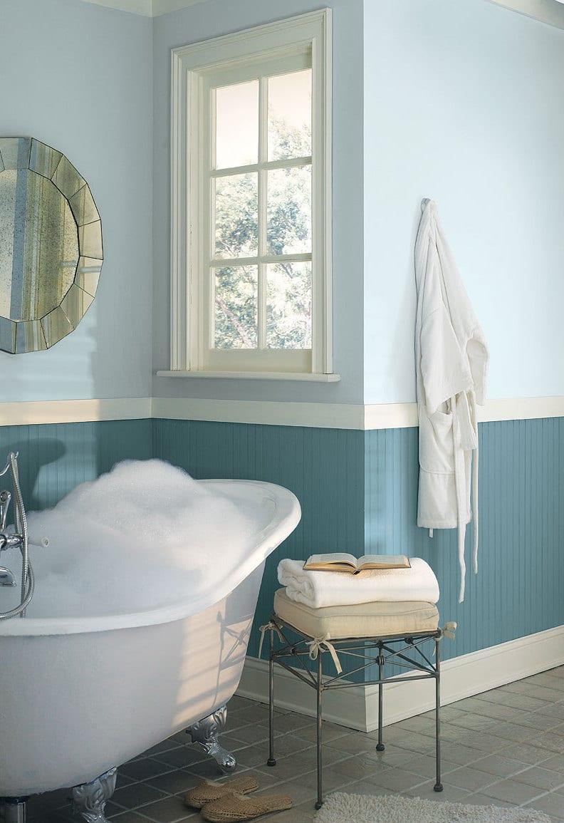 badezimmer interior mit streifen muster in blau