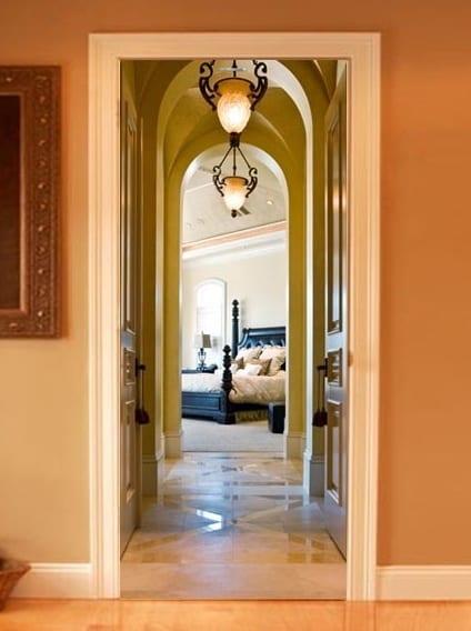 innentüren gestaltung mit 3D Perspektive eines romantischen Schlafzimmers mit Gewölbengang und grüne Wände