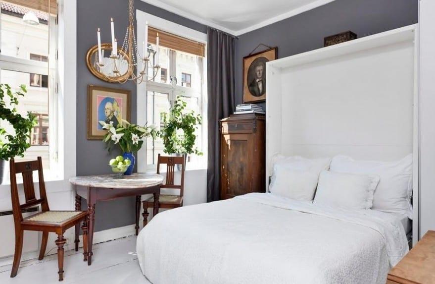 gestaltung kleiner wohnungen-kleines wohnzimmer gestaltung mit klappbett weiß und halbrundem tisch aus holz