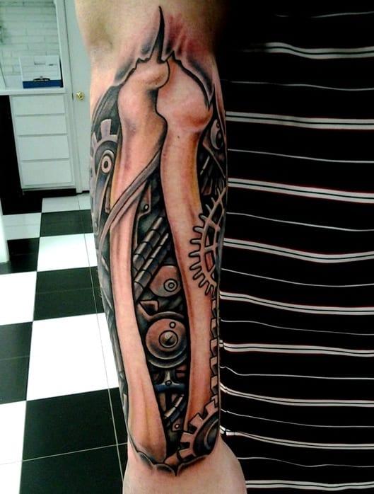 tattoo biomechanik unterarm für männer