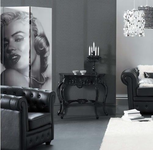 schwarz weiße wohnzimmer inspiration mit sideboard schwarz und polstersessel aus leder-wandschirm mit  Marilyn Monroe