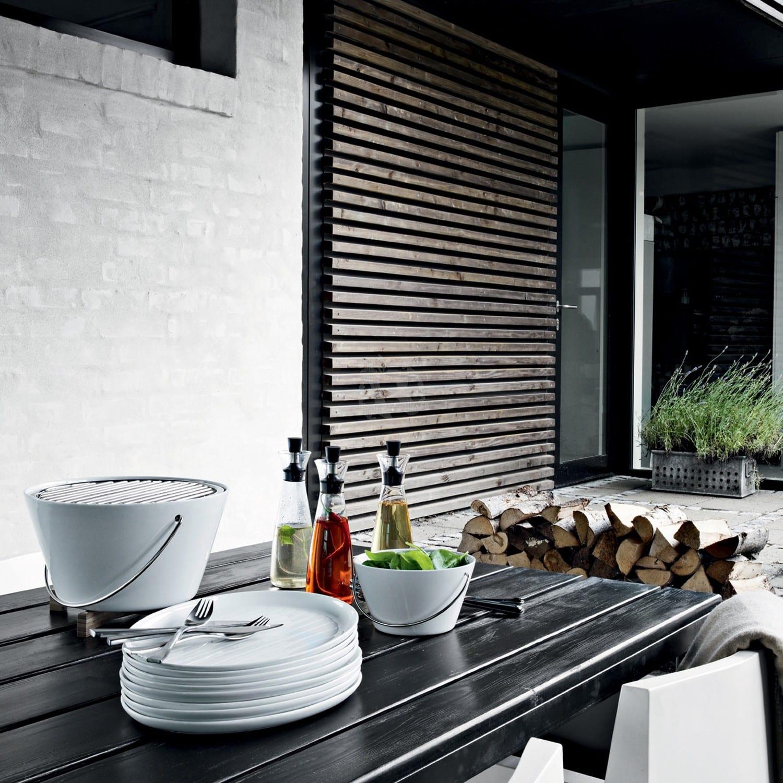 balkongestaltung mit modernem tischgrill weiß