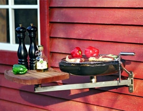 balkon gestalten zum grillen mit BBQ an der wand