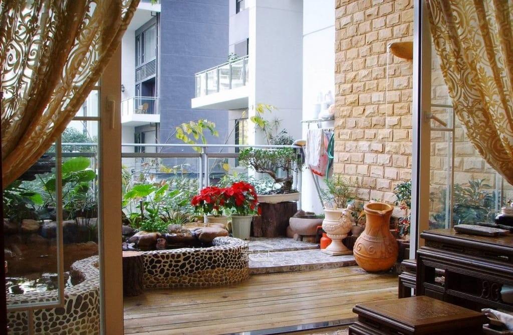 terrasse gestalten mit steingarten und teichbecken