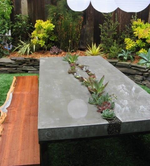 schöne gartenideen mit gartenmöbel aus beton-betontisch mit terrarium