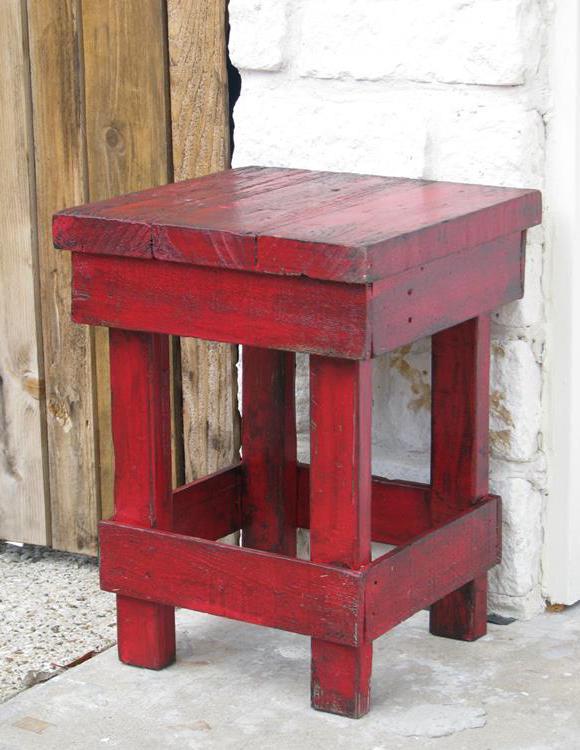 diy hocker aus paletten - beisteltisch rot